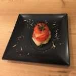 Millefoglie di Salmerino marinato con pomodoro, basilico e crema all'avocado