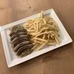 Salsiccia di Norimberga con crauti e patate fritte